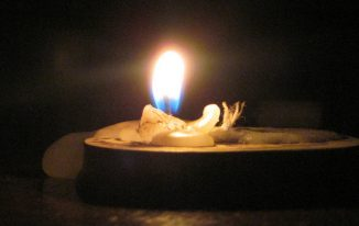 How To Make An Emergency Candle Without Wax In Case SHTF Happens